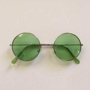 Green retro circle round sunglasses